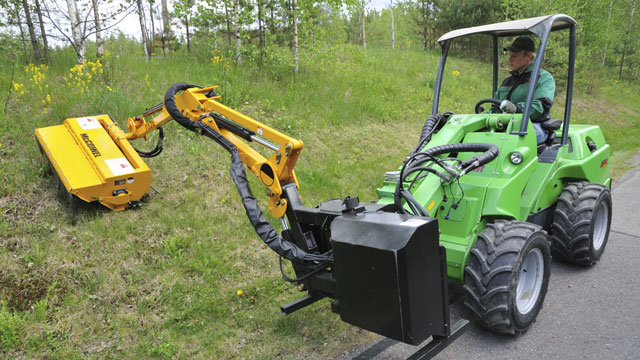 Avant flail mower with hydraulic boom